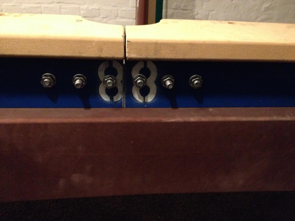 Für einen Kunden haben wir den einteiligen Stahlrahmen seines Billardtisches zerteilt, weil er sonst nicht in den Raum transportiert werden konnte